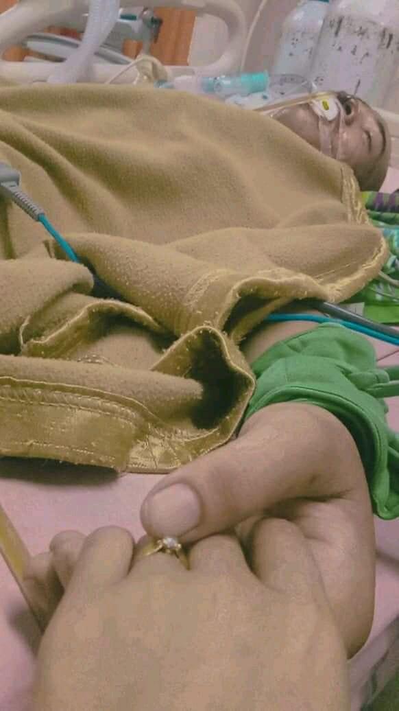 3 Hari Menikah Sang Suami Meninggal (source by : facebook ninii.as) foto diambil saat almarhum masih dalam keadaan koma